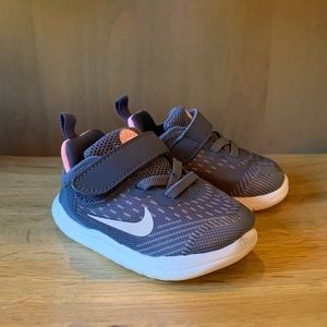 Ba by Girl Nike Free Run size 4 navy & pink